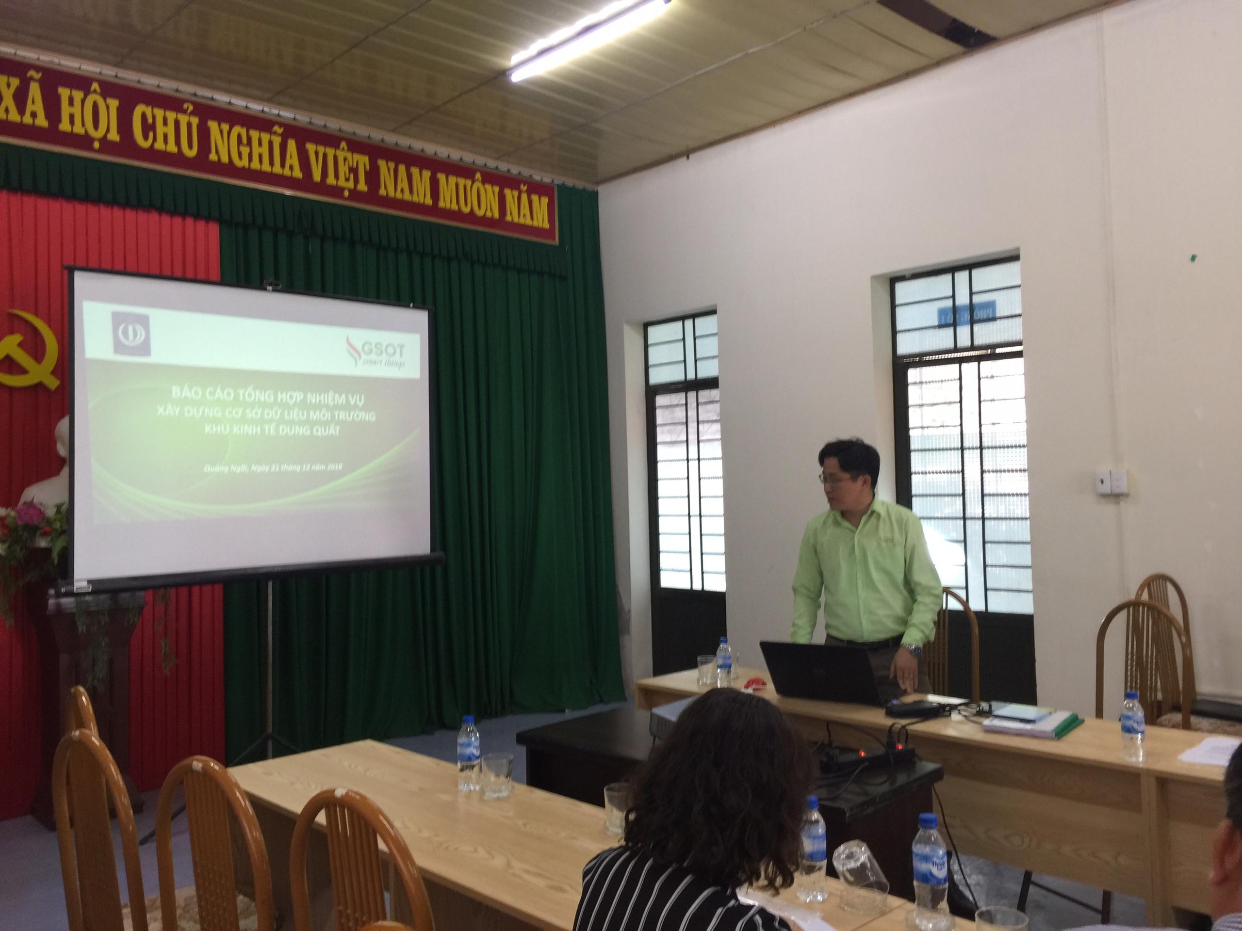 Ông Cao Duy Trường - Tổng giám đốc công ty, giới thiệu về phần mềm môi trường